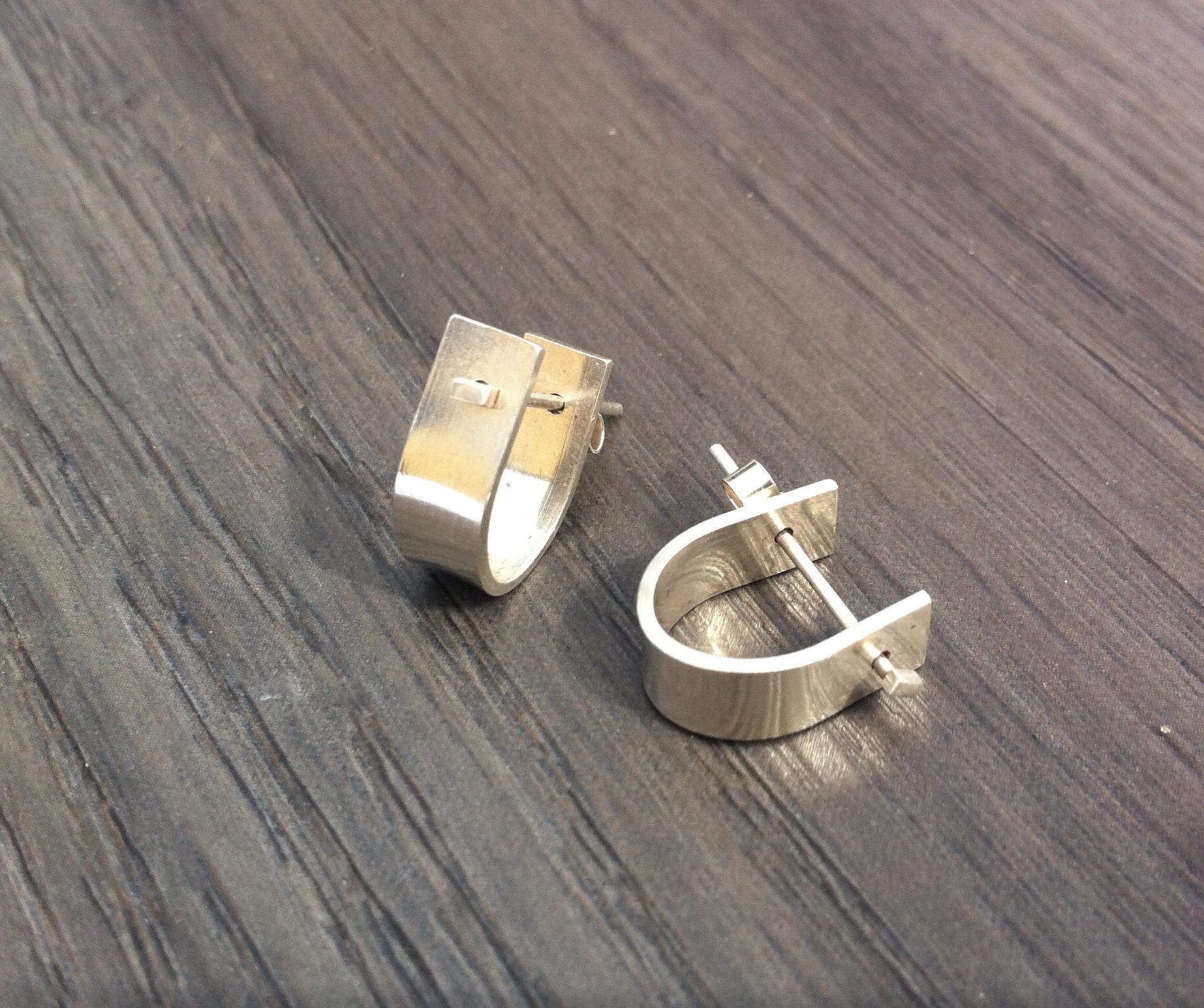 PS10 silver U shaped earrings